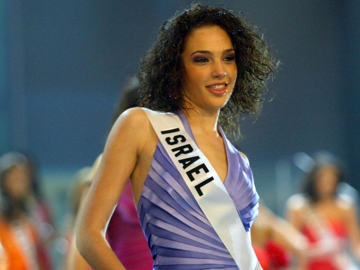 10 Celebrities Who Competed In Beauty Pageants When They Were Younger