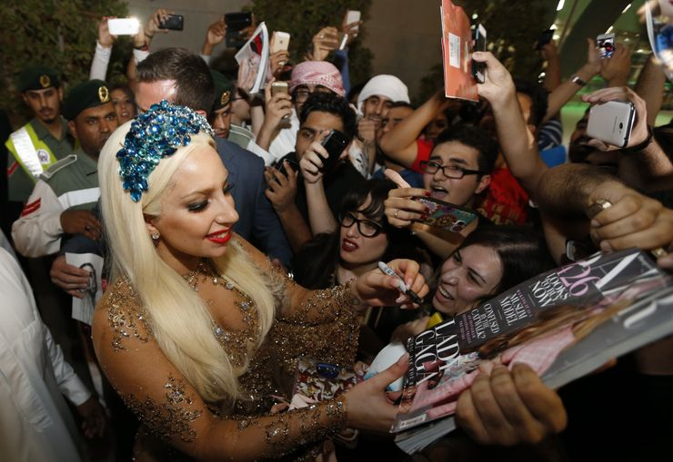 5 Celebs Who Adore Their Fans (& 5 Who Can't Stand Them)