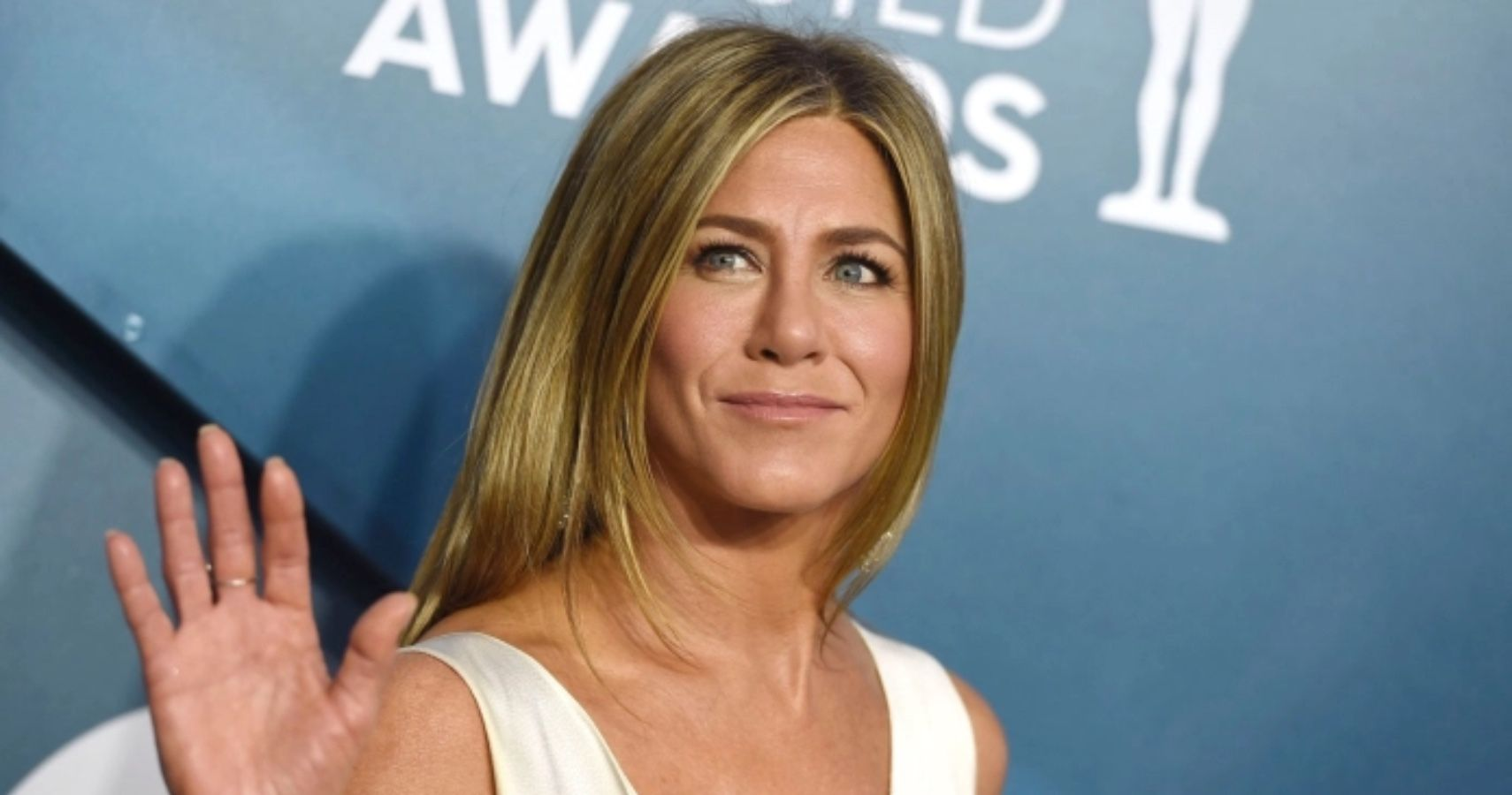 Fans React To Rumor Of Jennifer Aniston Looking To Adopt A Baby