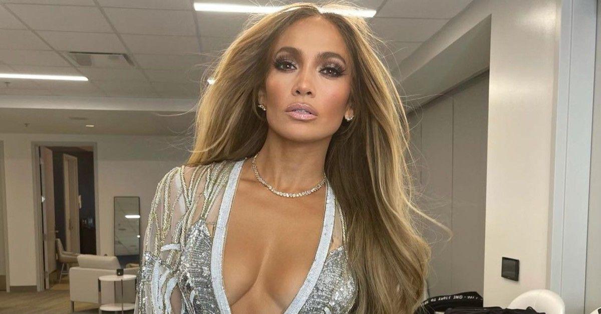 "Fans Feel Embarrassed For Jennifer Lopez's Children Following Her 'Ben Necklace"" Publicity Stunt"